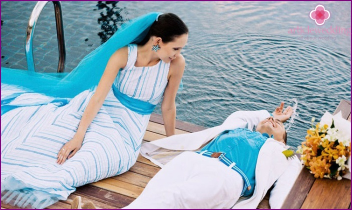 The combination of the blue color in the costumes of newlywed