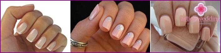 Nude-manicure