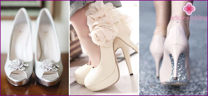 Shoes on the wedding platform