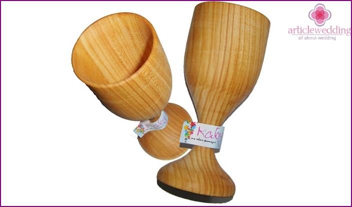 Wooden wine glasses for wedding