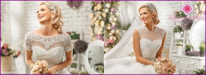 Brilliant details on the bride