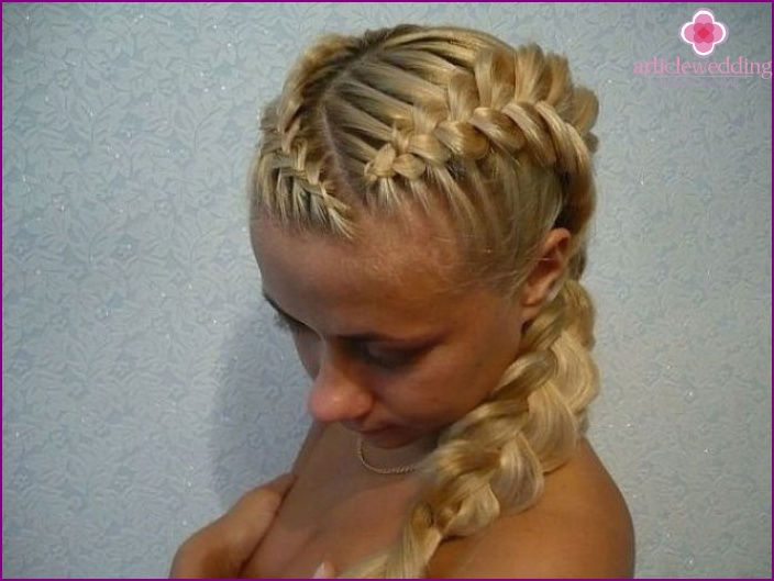 Hairstyle for wedding: French weaving obliquely