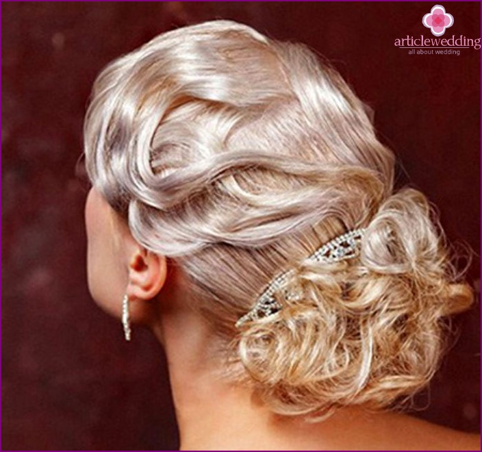Wedding beam with curls
