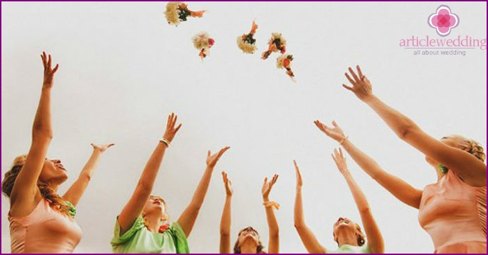 Throwing mini bouquets at a wedding