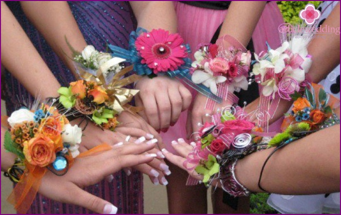 Options dressing on the arm bridesmaids