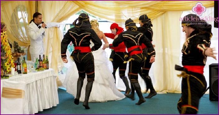 303c0ae0a2 Lopás a menyasszony az esküvőn - azt az elképzelést, a ...