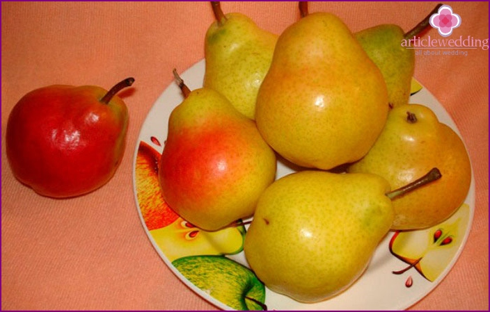 Pears for competition on the fruit wedding