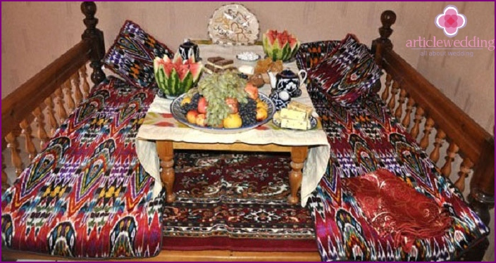 Hand-embroidered national kurpachi