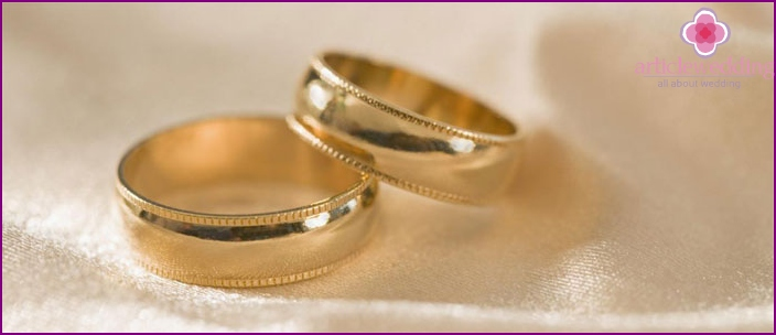 New golden wedding rings