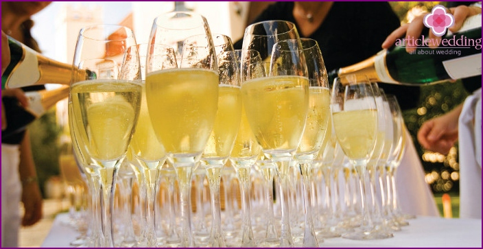 Champagne for wedding table