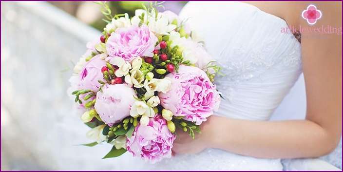 Traditional wedding bouquet