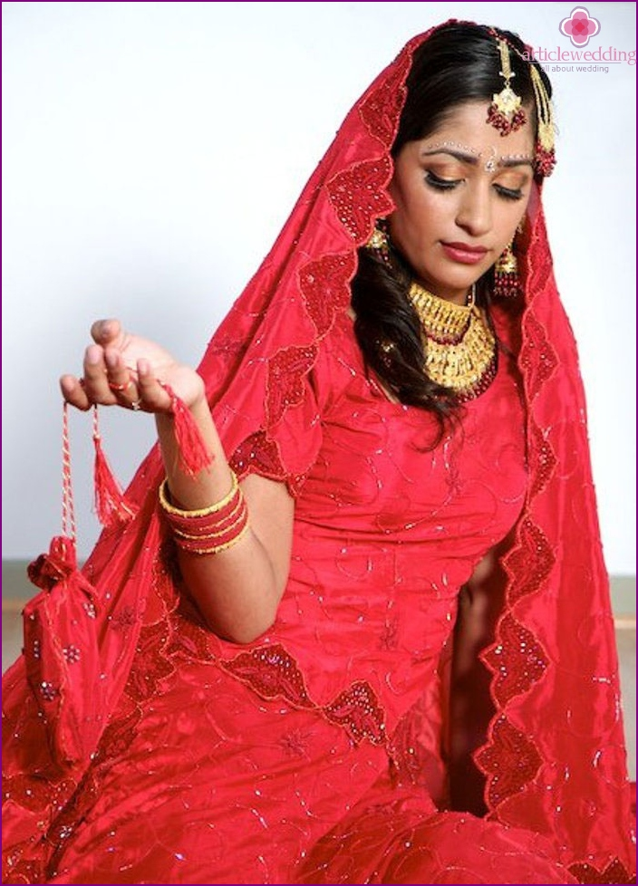 Traditional women's wedding dress