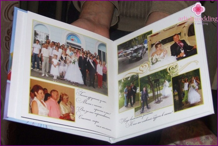 Turn the wedding photo book with the wishes