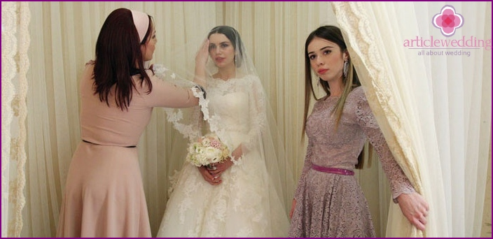 The bride holds a wedding in Chechnya in the corner