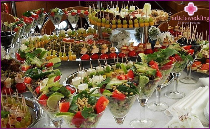 Snacks - an essential item on the wedding menu