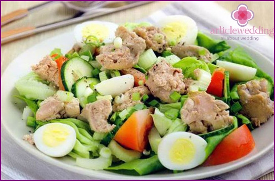 Salad with cod liver