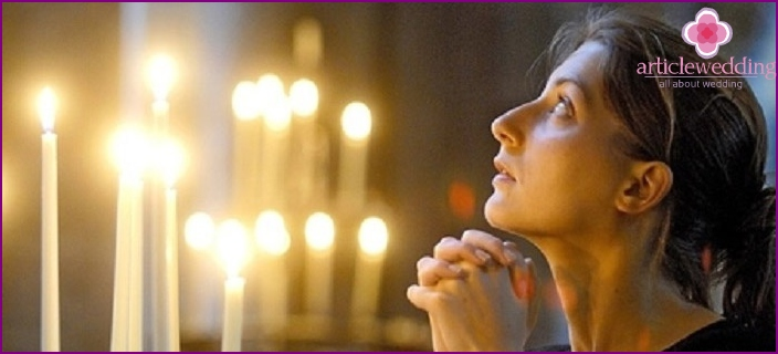 Priests recommend that women pray for loneliness