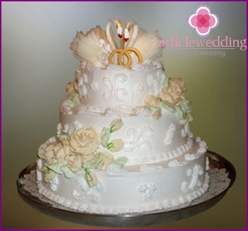 Wedding cake with custard