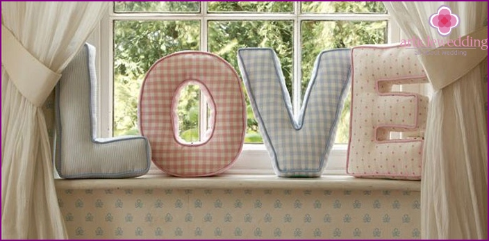 Fabric letters to the wedding