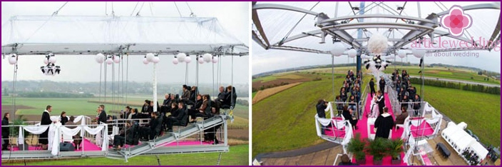 Holding a wedding on a special platform in the sky