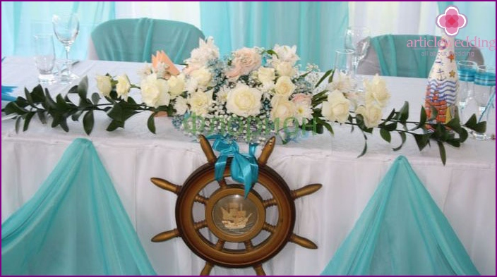 Decoration of the hall for a maritime-style wedding