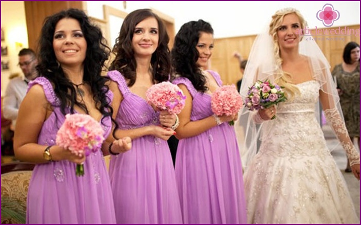The image of the bride's friends: laying loose curls