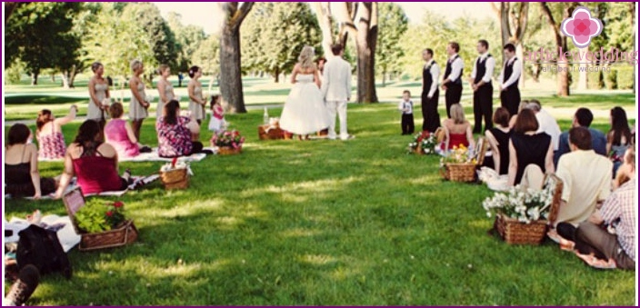 The idea of ​​a wedding celebration - picnic