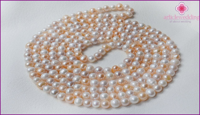 Pearl necklace to the 30th anniversary of the wedding