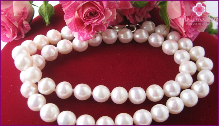 A necklace of pearls for wedding anniversary
