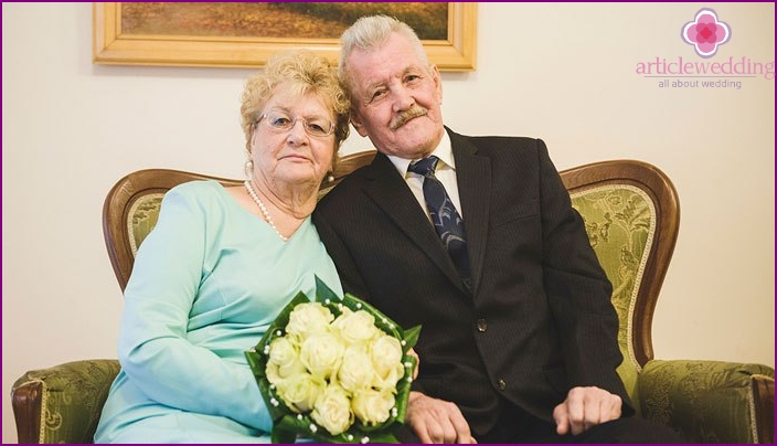 Spouses by 67.5 years, from the wedding day