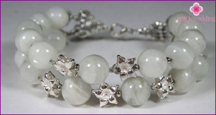 Jewelry with beryl