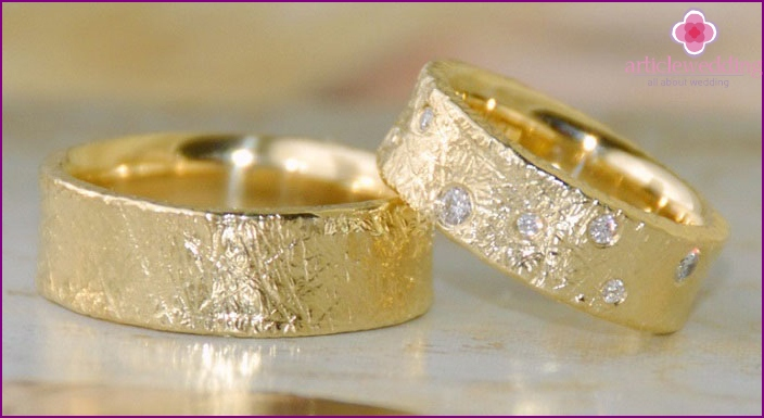 The ring on a gold wedding wife
