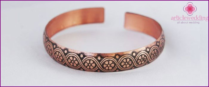 Copper bracelet on wedding anniversary