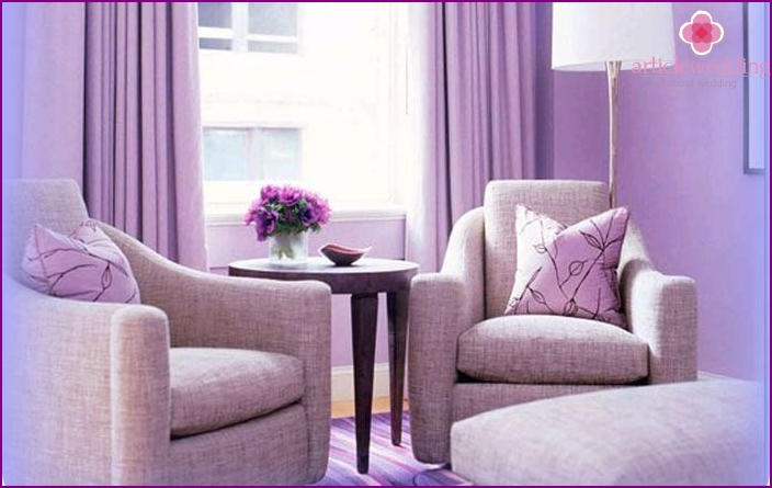 Present in amethyst colors: Interior decor