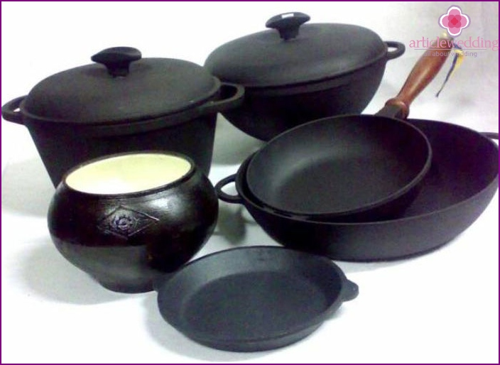Neat Cast Iron Cookware
