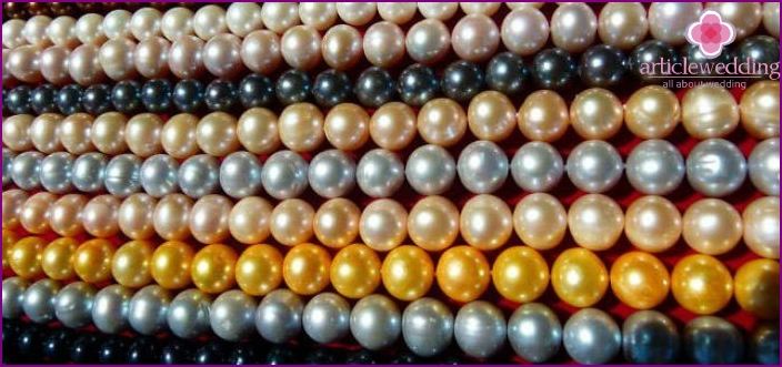 Multi-colored pearls to the 30th anniversary of the wedding