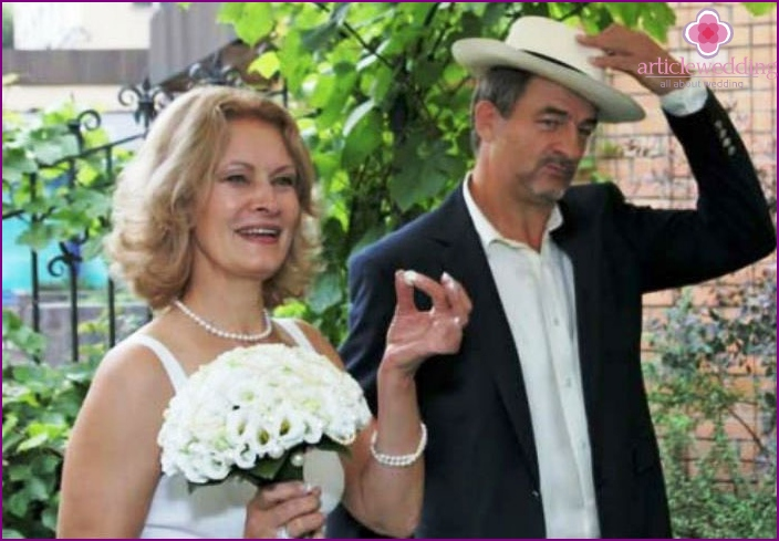 Guessing on the pearl of the 30th wedding anniversary