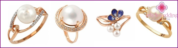 Ring with pearls to the 30 anniversary of the wedding