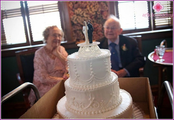 Cake in honor of 65 years of marriage