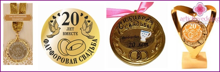 Medals for the spouses of 20 years marriage