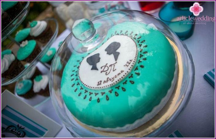 Cake to the eighteen-year wedding anniversary