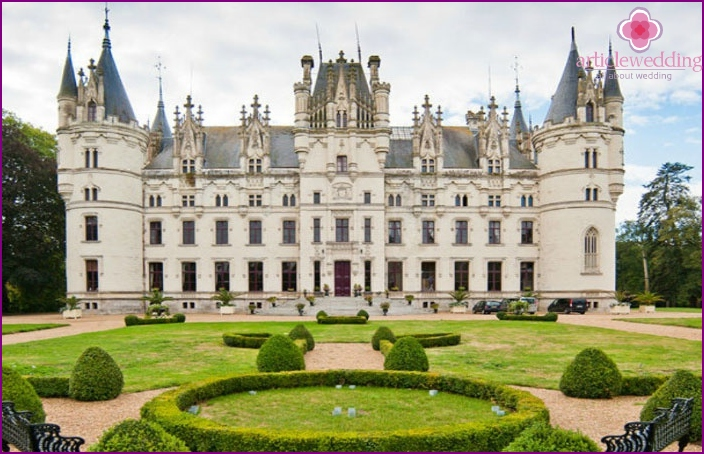 French Chateau shawls castle for wedding ceremonies