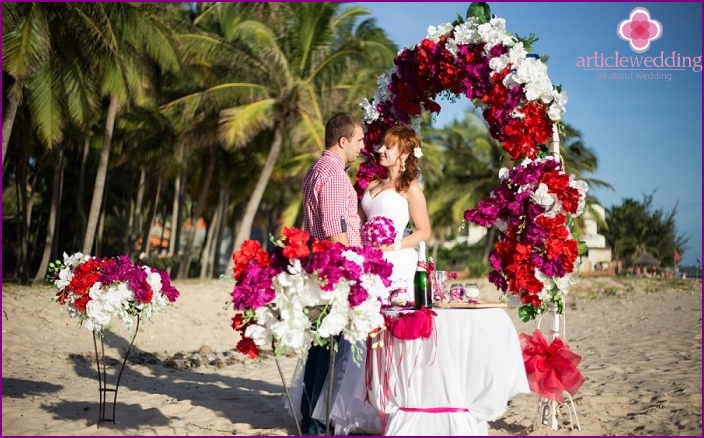 Symbolic wedding ceremony on the beach in Vietnam