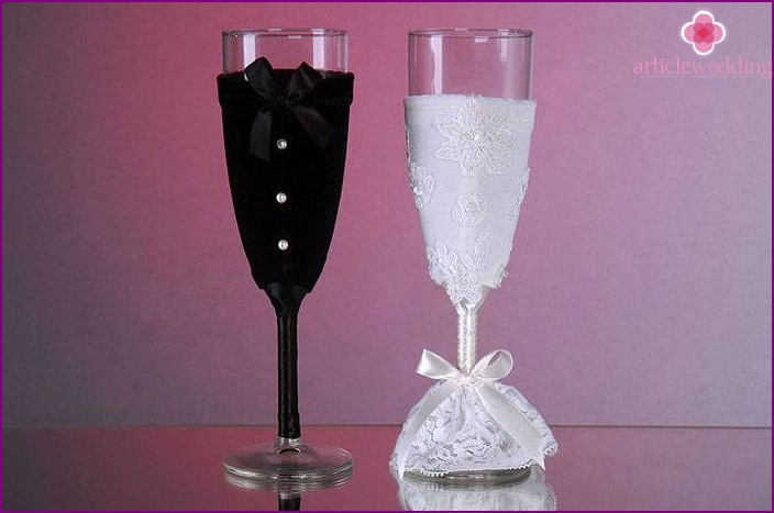 Glasses for the wedding with their own hands
