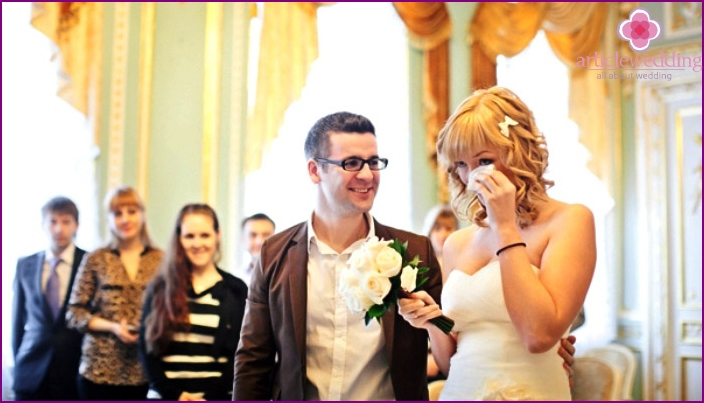Budget wedding photo shoot in the registry office