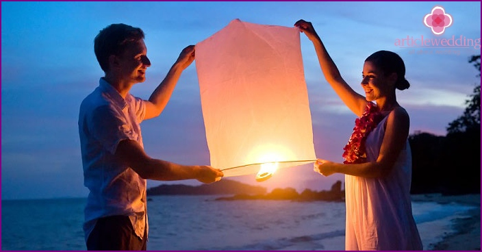Running wedding lanterns