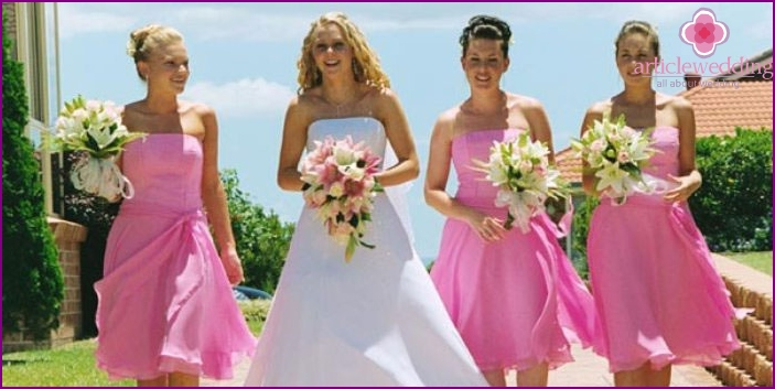 The bride with the bridesmaids at the wedding of raspberry
