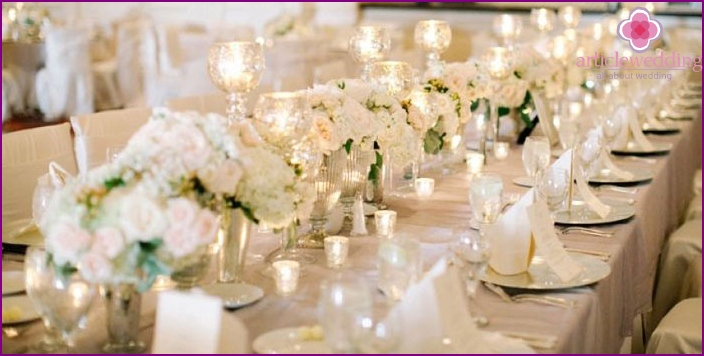Color ivory: a banquet hall decor