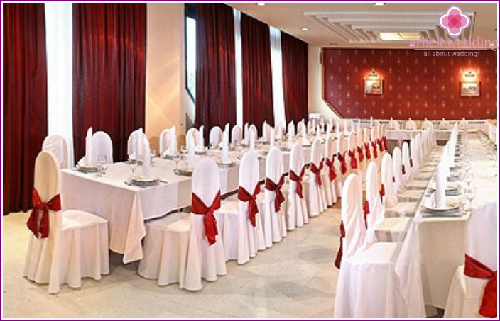 The ceremonial hall with burgundy accents