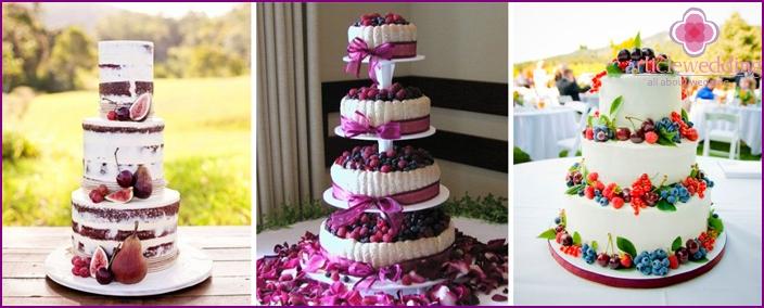 Berry cake for a wedding